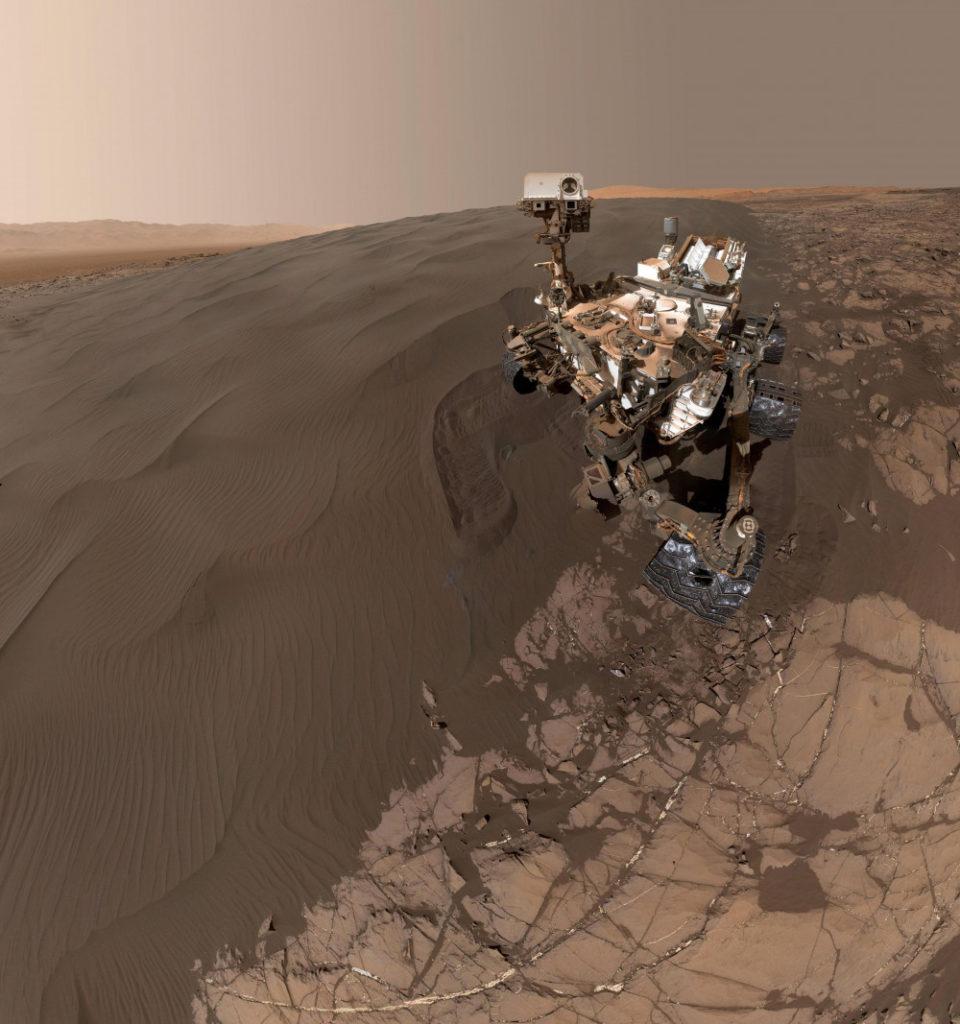 სელფი მარსის ქვიშიან დიუნაზე