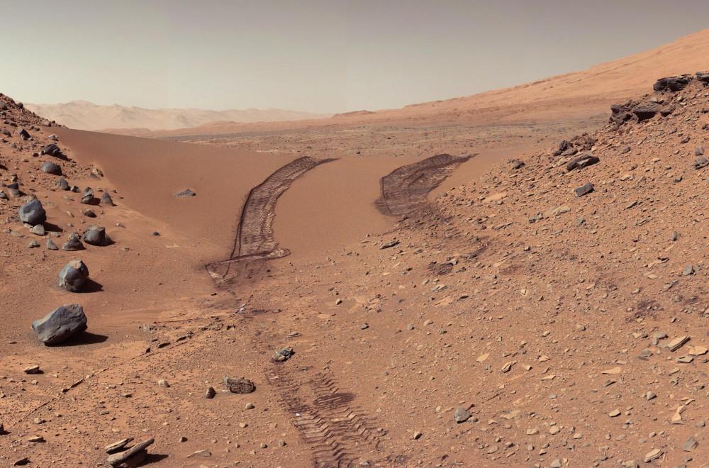 Curiosity-ის-ნაკვალევი-მარსის-ქვიშიან-დიუნაზე
