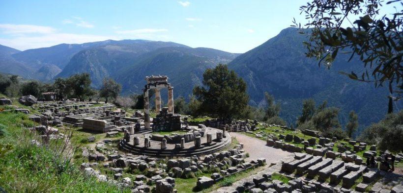დელფო ძველი ბერძნული სამყაროს სასულიერო ცენტრი